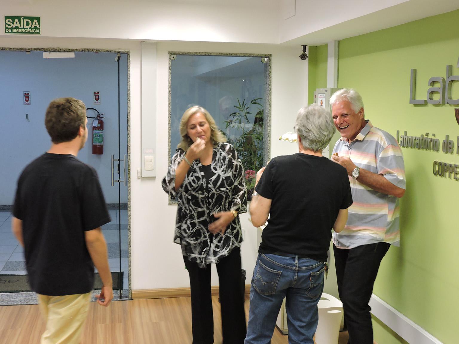 Convidados da festa foram servidos com um coquetel